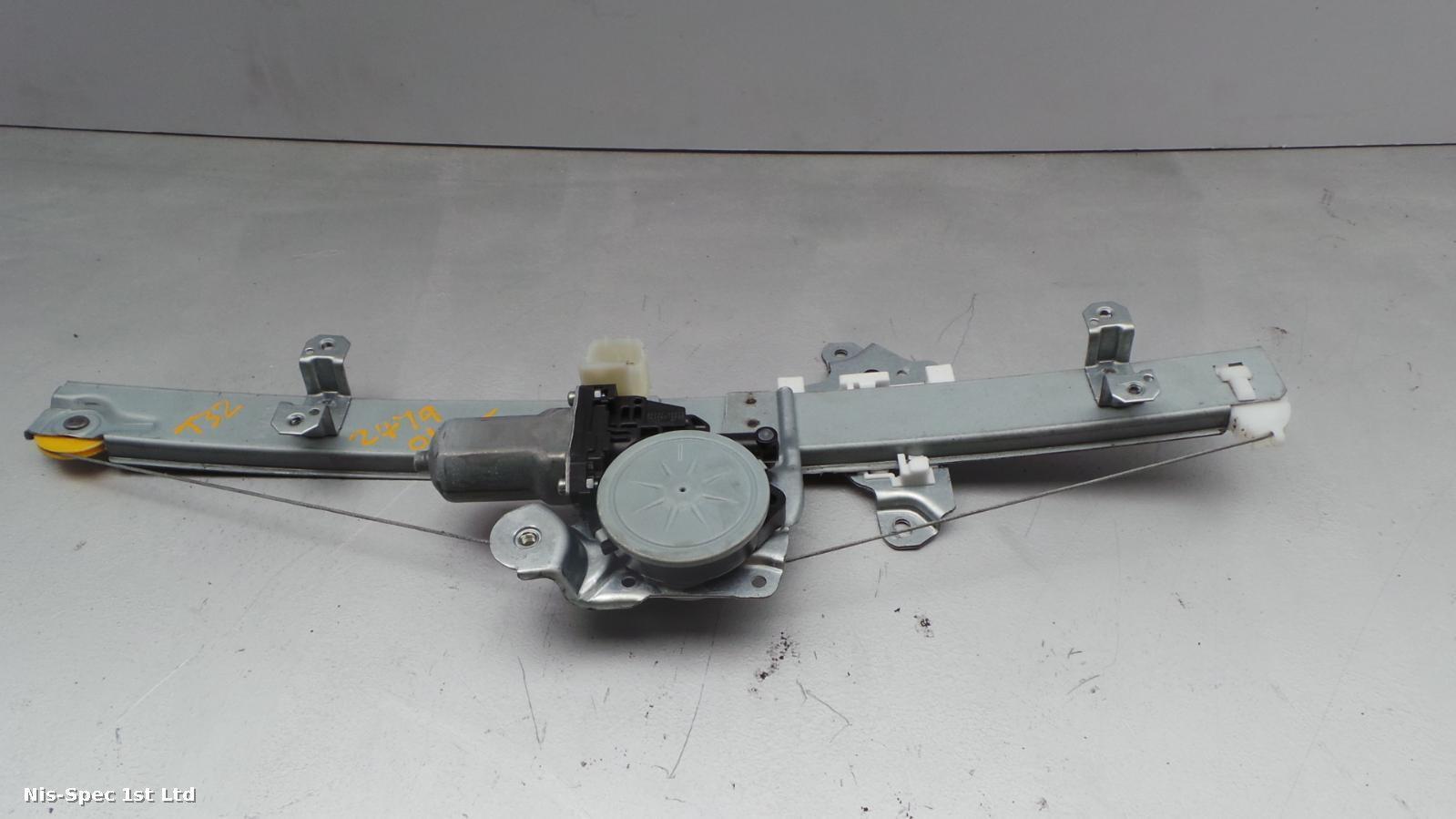 NISSAN X TRAIL T32 14-18 DRIVERS RIGHT FRONT OSF WINDOW REGULATOR