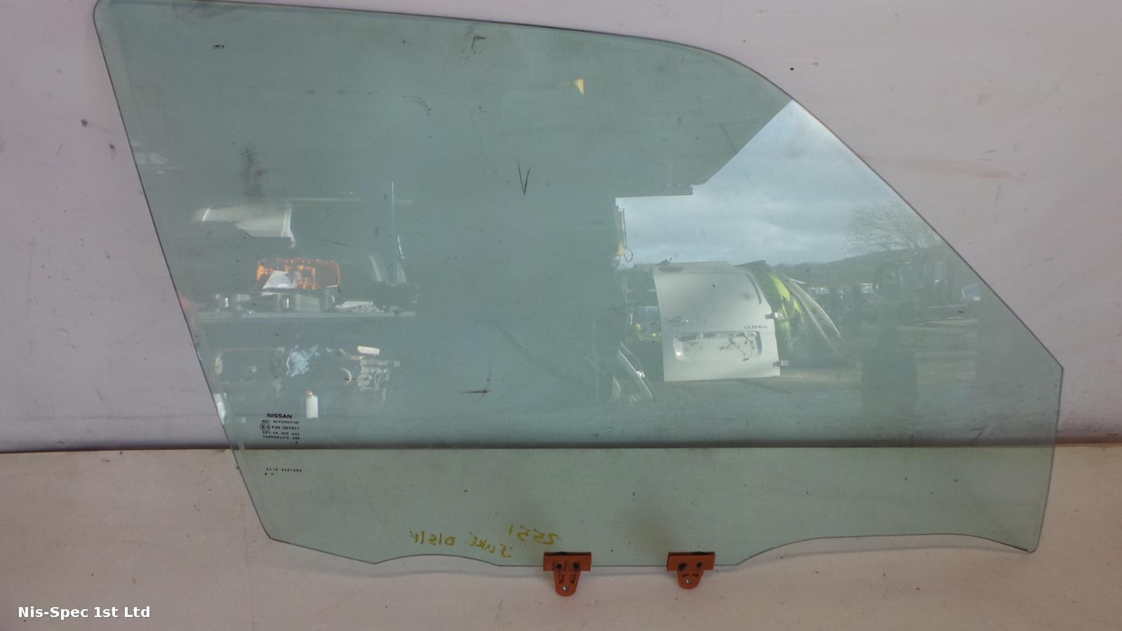 NISSAN JUKE F15 DRIVERS FRONT OFFSIDE RIGHT DOOR WINDOW GLASS