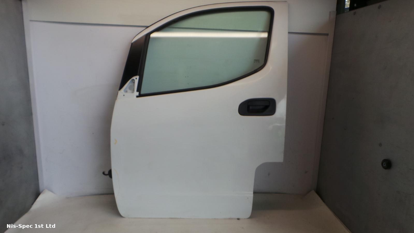 NV200 PASSENGER LEFT NEARSIDE FRONT DOOR SMALL DENT SEE PICS